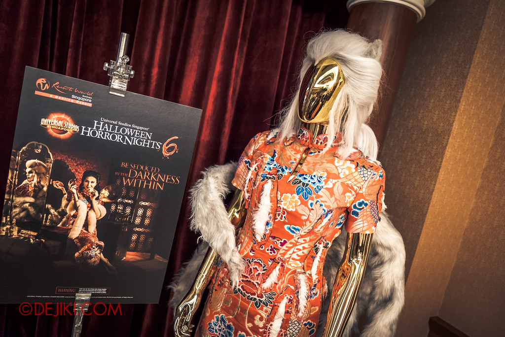 Halloween Horror Nights 7 - Behind The Screams Tour / Past Iconic characters costumes Hu Li