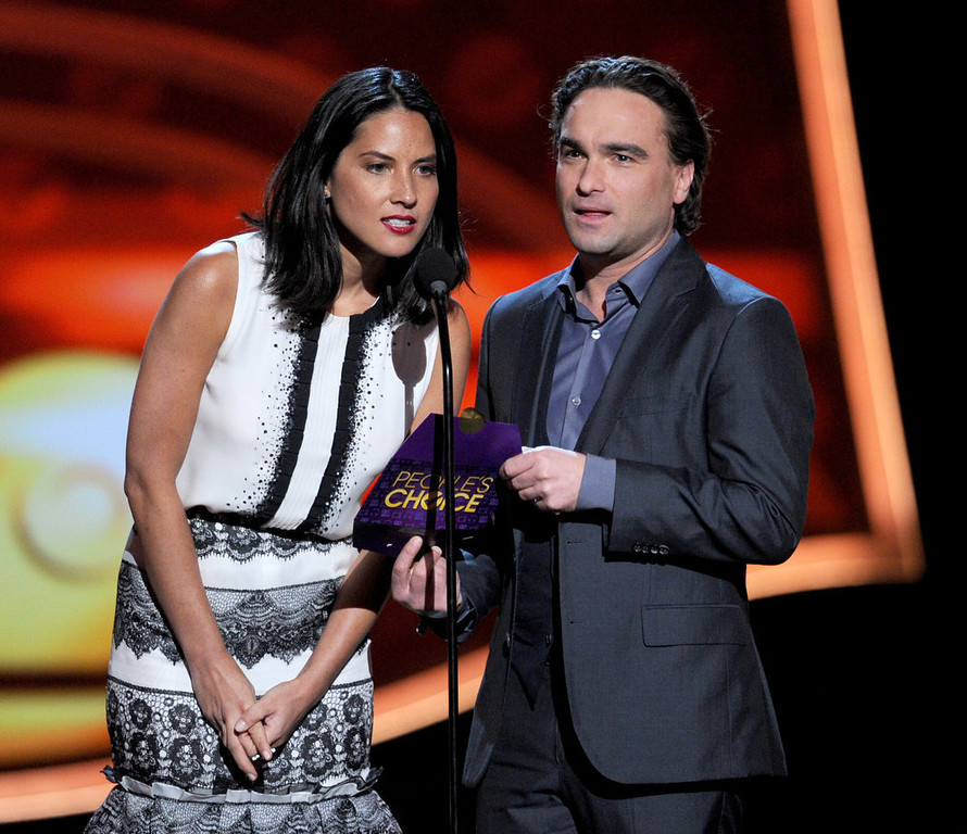 . Actors Olivia Munn and Johnny Galecki speak onstage at the 39th Annual People\'s Choice Awards  at Nokia Theatre L.A. Live on January 9, 2013 in Los Angeles, California.  (Photo by Kevin Winter/Getty Images for PCA)