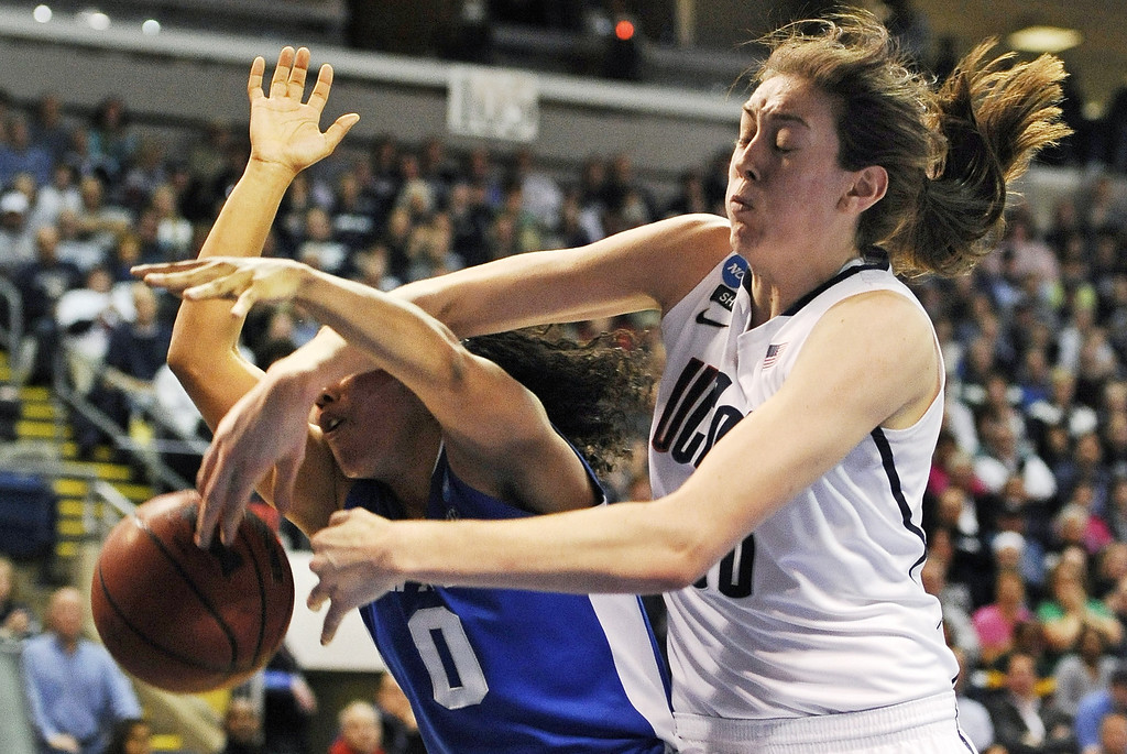 . Connecticut forward Breanna Stewart, right, knocks the ball free while battling for a rebound against Kentucky guard Jennifer O\'Neill (0) in the first half of a women\'s NCAA regional final basketball game in Bridgeport, Conn., Monday, April 1, 2013. (AP Photo/Jessica Hill)