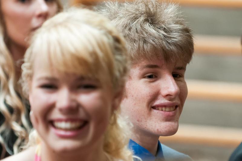Für die Feier hatten sich die meisten Schüler und Eltern fein gemacht. Sogar Bernd hatte Anzug und Krawatte an!