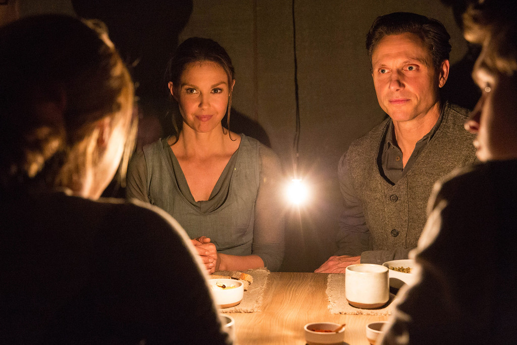 """. This image released by Summit Entertainment shows Ashley Judd, left, and Tony Goldwyn in a scene from \""""Divergent.\"""" (AP Photo/Summit Entertainment, Jaap Buitendijk)"""