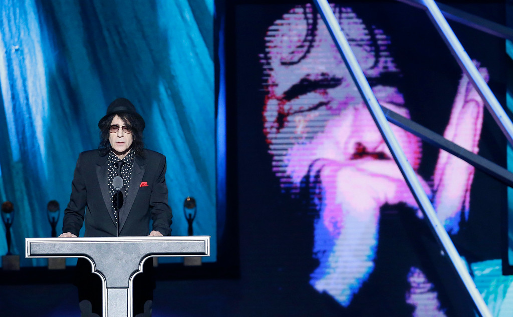 . Peter Wolf presents The Paul Butterfield Blues Band at the Rock and Roll Hall of Fame Induction Ceremony Saturday, April 18, 2015, in Cleveland. (AP Photo/Mark Duncan)
