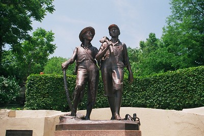 Monuments: Mark Twain & Tom Sawyer