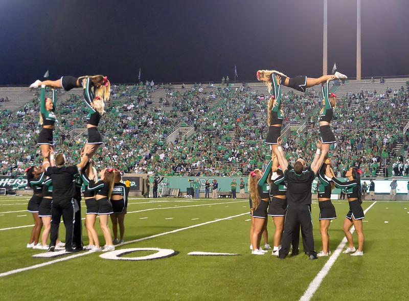 cheerleaders6995.jpg