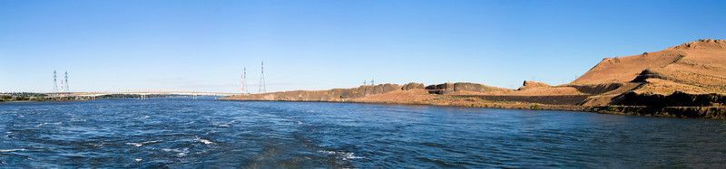 Panorama: Looking back at Highway 82 from McNary Dam