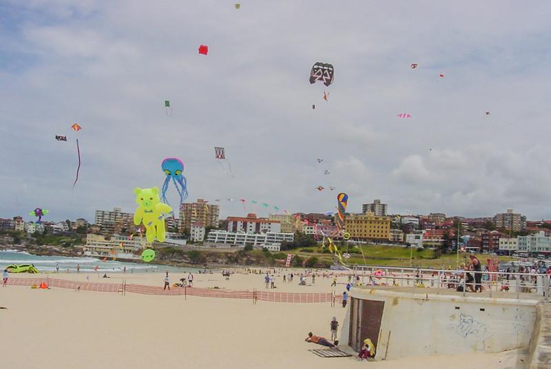 bondi-beach-kites2.jpg