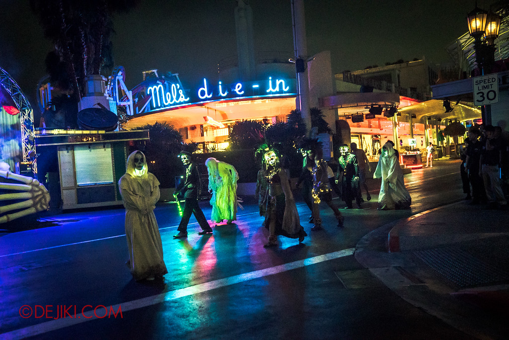 Halloween Horror Nights 6 - RIP Tour review / VIP viewing area for opening scaremony 1