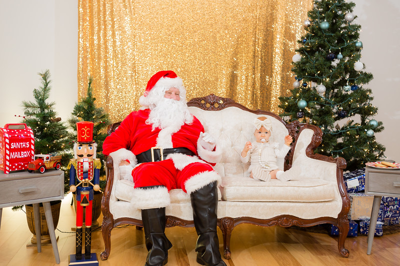 FADS Picture with Santa-192.jpg