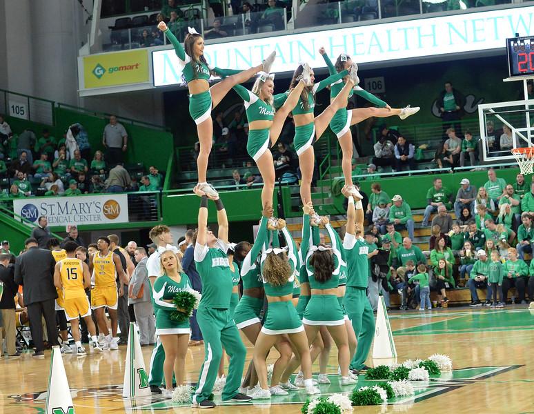 cheerleaders8888.jpg