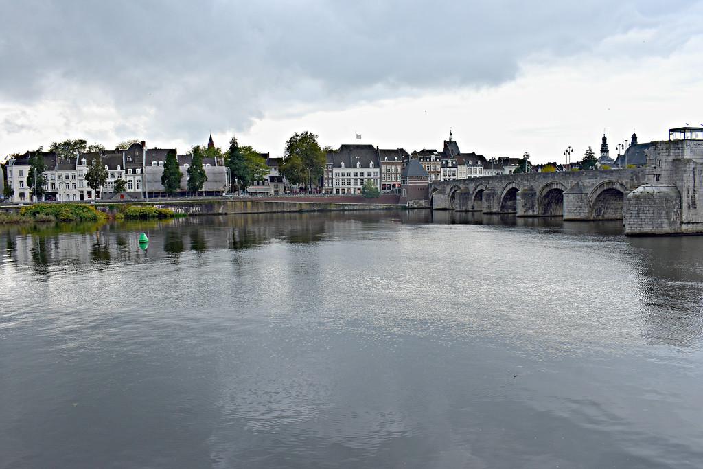 Sint-Servaasbrug bridge Maastricht Limberg Netherlands