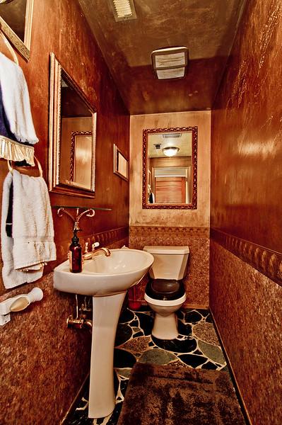 bath half top flr.jpg