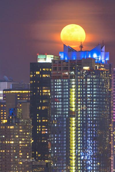 Full Moon Rising Manhattan