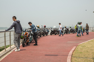 Baguazhou Island and Yangtze River_Motorcycles