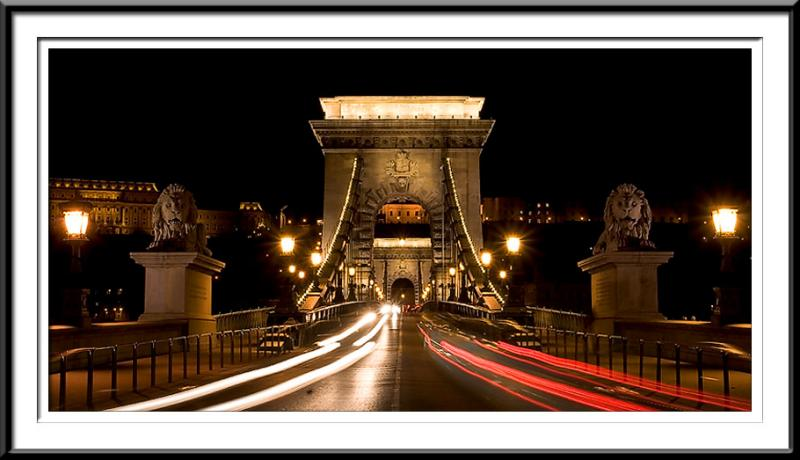 Night time over Budapest bridge (60812964).jpg