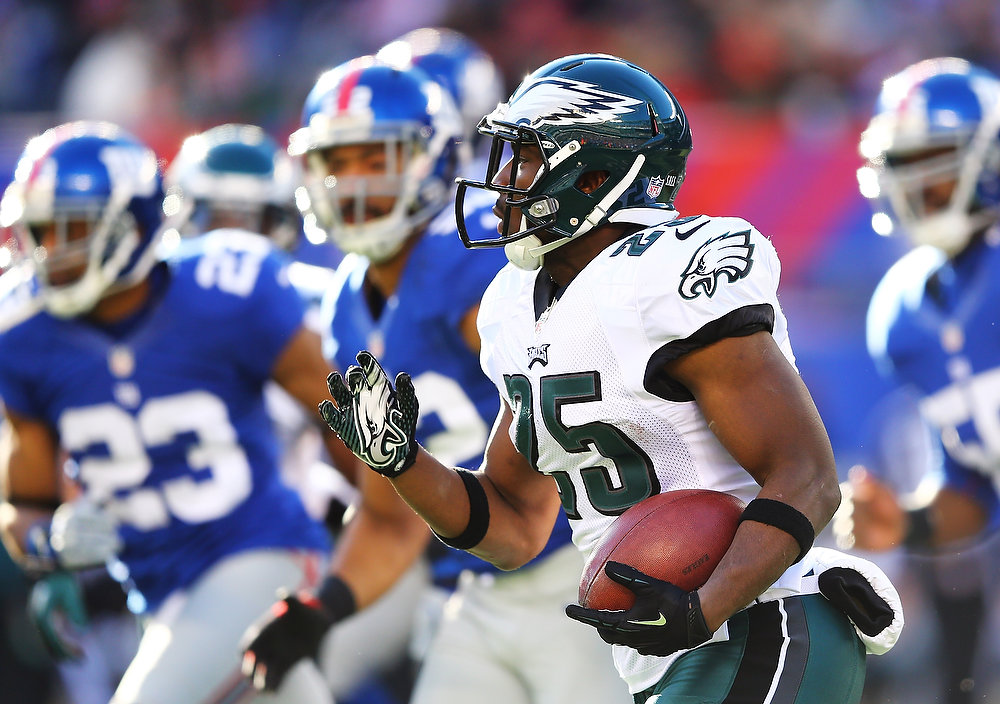 Description of . LeSean McCoy #25 of the Philadelphia Eagles in action during their game against the New York Giants at MetLife Stadium on December 30, 2012 in East Rutherford, New Jersey.  (Photo by Al Bello/Getty Images)