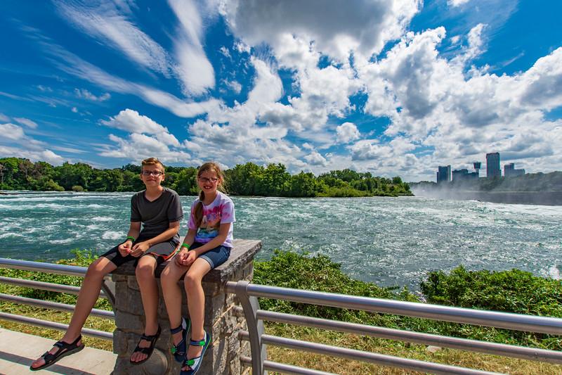 Grace-Elijah-NiagaraFalls.jpg
