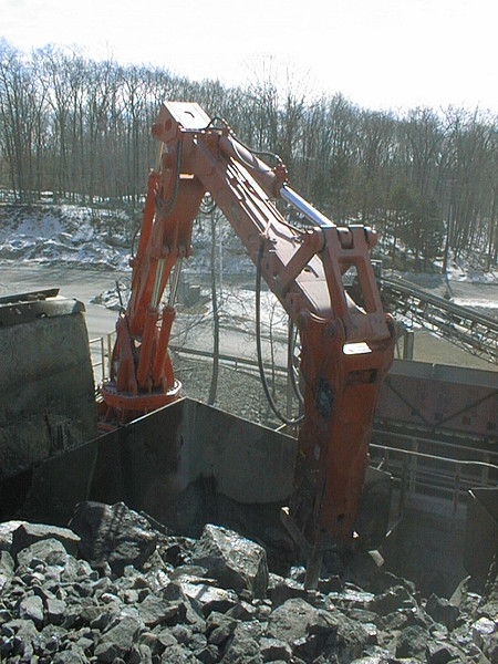 NPK B6500 pedestal boom system with E210A hydraulic hammer-secondary rock breaking (8).jpg