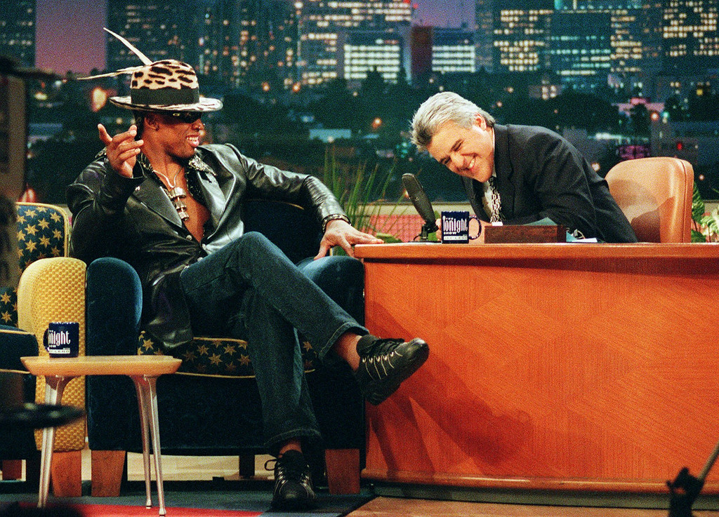 ". Host Jay Leno shares a laugh with Los Angeles Lakers\' Dennis Rodman during a taping of ""The Tonight Show with Jay Leno\"" at the NBC studios in Burbank, Calif., Tuesday, March 2, 1999.  (AP Photo/Victoria Arocho)"