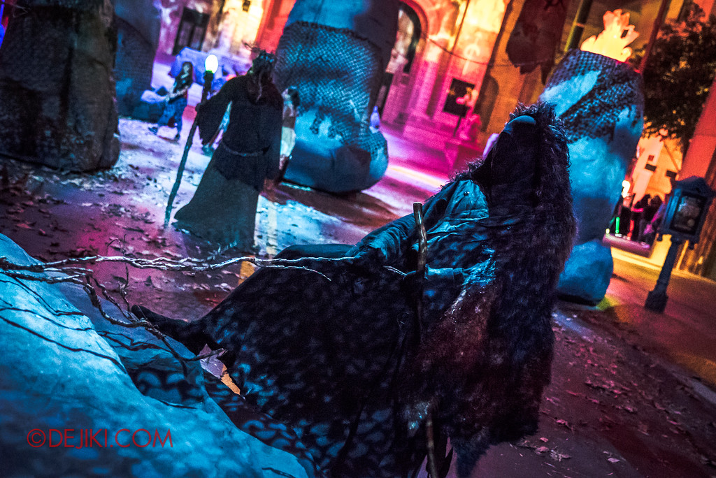 Halloween Horror Nights 7 Review - Pilgrimage of Sin scare zone / Pulling