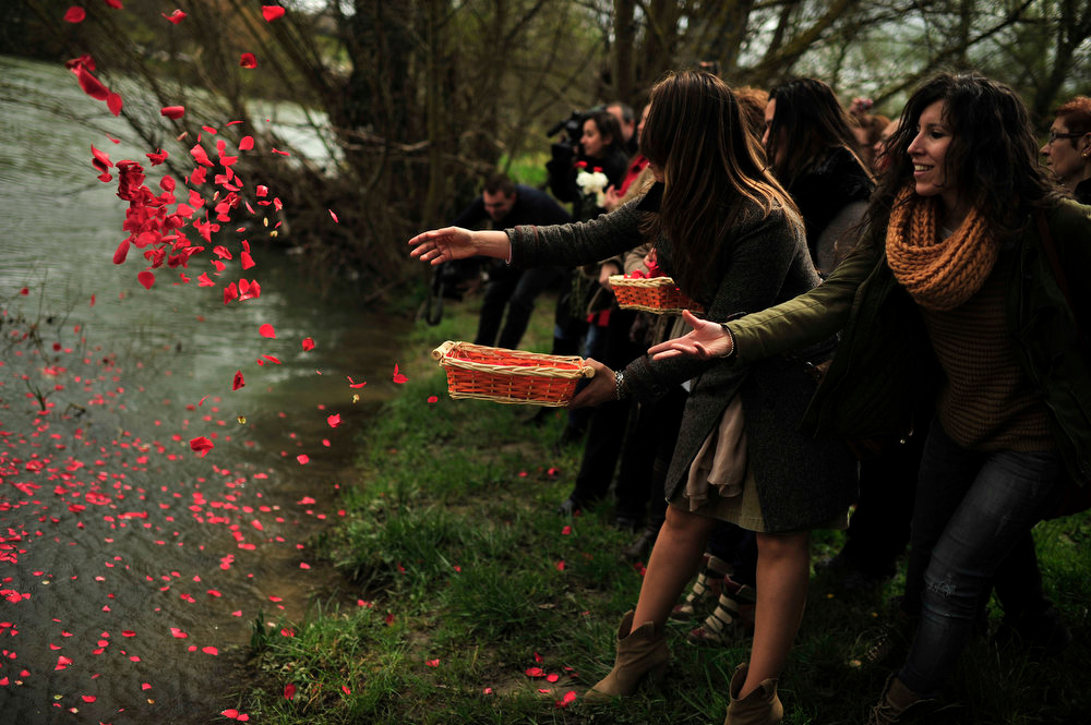 . Female gypsy people throw flower petals into the Arga River in honor of their ancestors on the Day of the Gypsy, in Pamplona northern Spain, on Monday, April 8, 2013.   (AP Photo/Alvaro Barrientos)