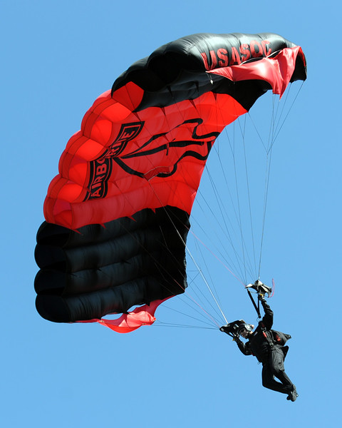 Army Golden Knights parachute team 02.jpg