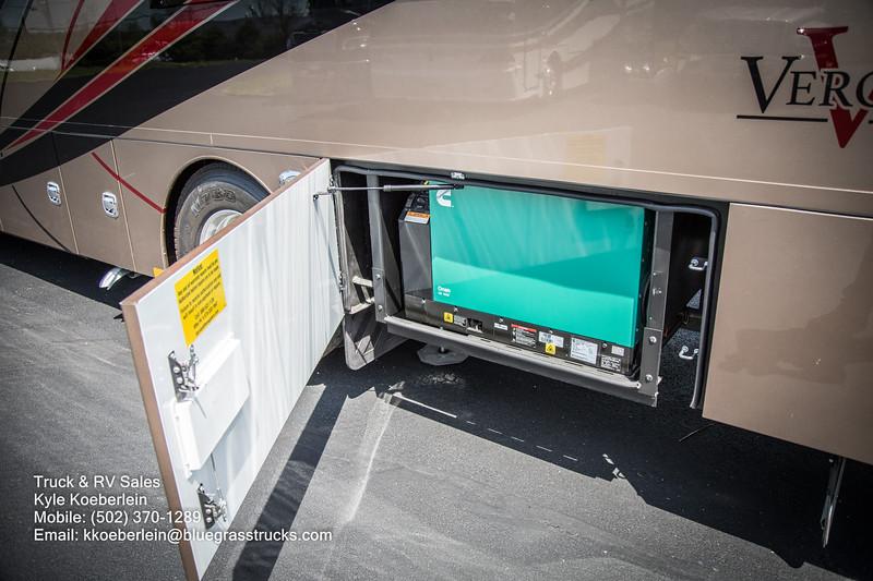 R0034 2020 Renegade Verona LE 40LRB-30.jpg