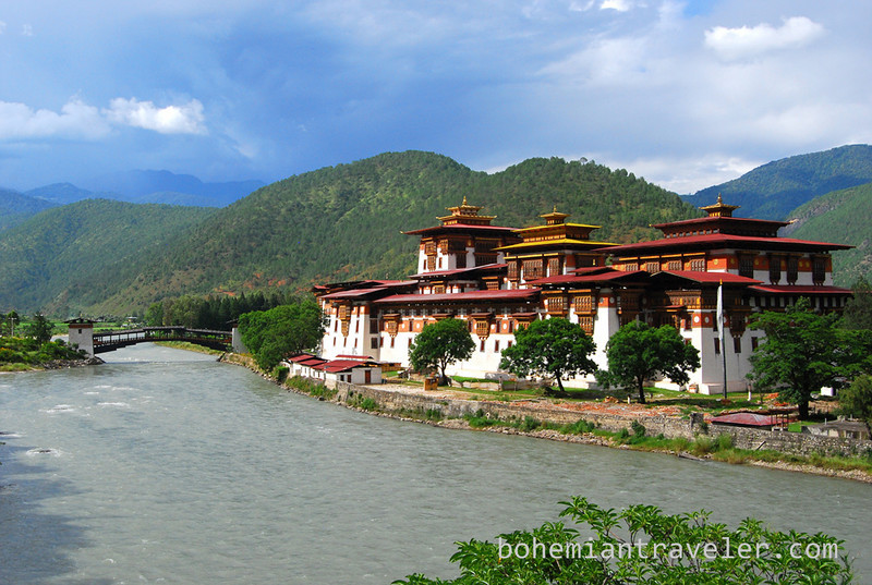 The stunning Punakha Dzong.