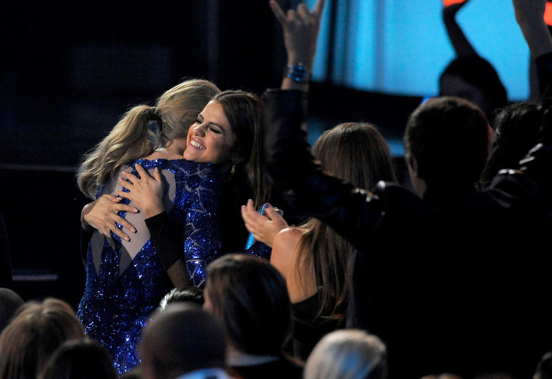 ". Selena Gomez, right, congratulates Taylor Swift, winner of the award for top Billboard 200 album for ""Red,\"" at the Billboard Music Awards at the MGM Grand Garden Arena on Sunday, May 19, 2013 in Las Vegas. (Photo by Chris Pizzello/Invision/AP)"