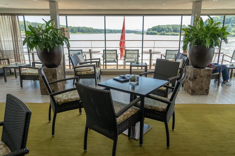 Avalon Impression club lounge