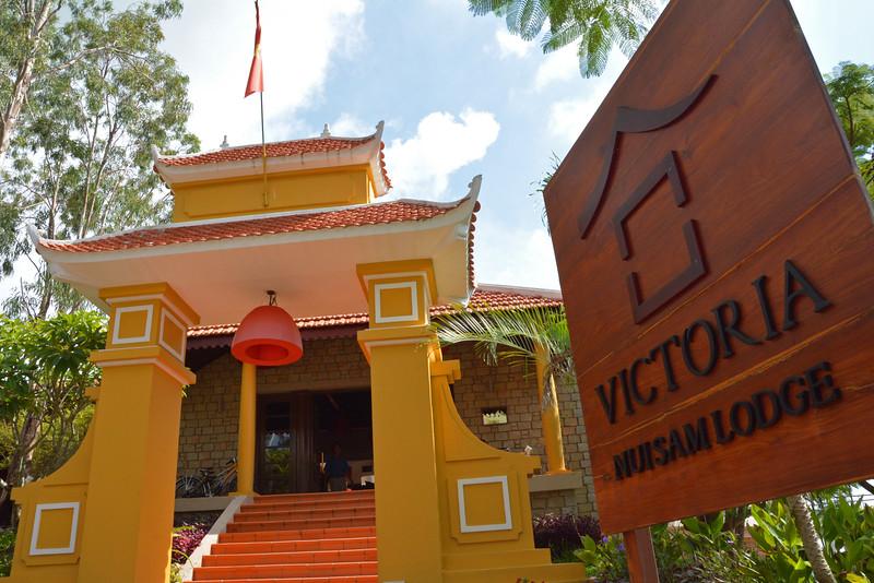 Victoria Nui Sam Lodge