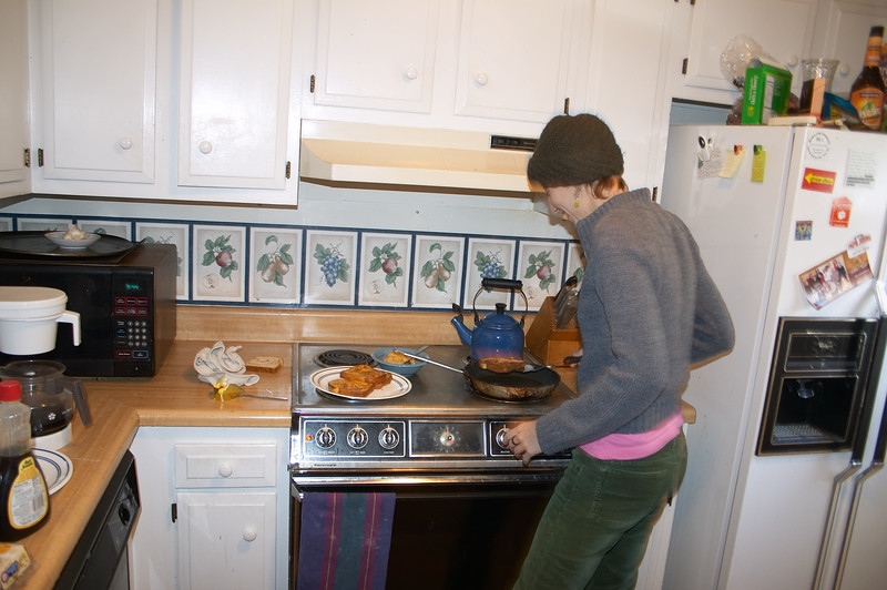 Amy makes us french toast and scrambled eggs to commemorate our departure