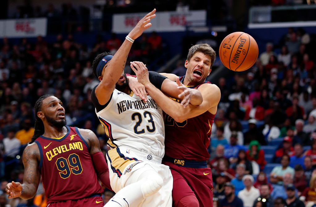 . New Orleans Pelicans forward Anthony Davis (23) battles between Cleveland Cavaliers guard Kyle Korver, right, and forward Jae Crowder (99) in the second half of an NBA basketball game in New Orleans, Saturday, Oct. 28, 2017. The Pelicans won 123-101. (AP Photo/Gerald Herbert)