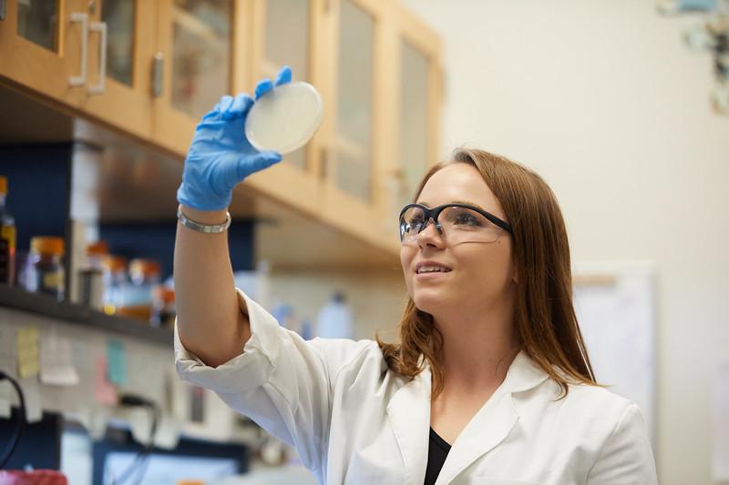 2018 UWL Bill Schwan Allison Zank Lillian Schulte Molecular Biology Lab 0052.jpg