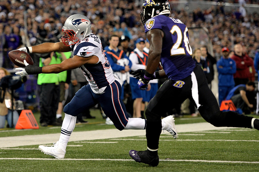 . Running back Shane Vereen #34 of the New England Patriots scores touchdown against the Baltimore Ravens in the first quarter at M&T Bank Stadium on December 22, 2013 in Baltimore, Maryland. (Photo by Patrick Smith/Getty Images)