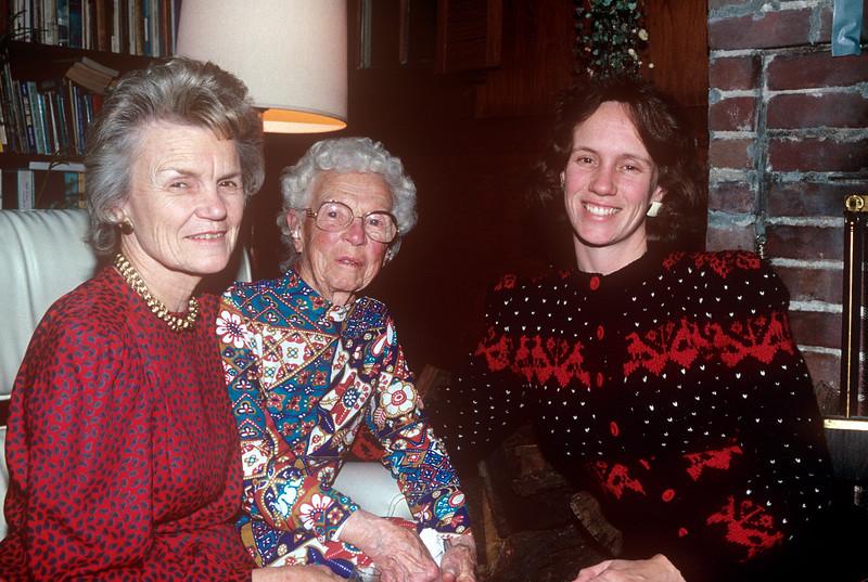 1990-12 Hokie, Gram & Chris Christmas.jpg
