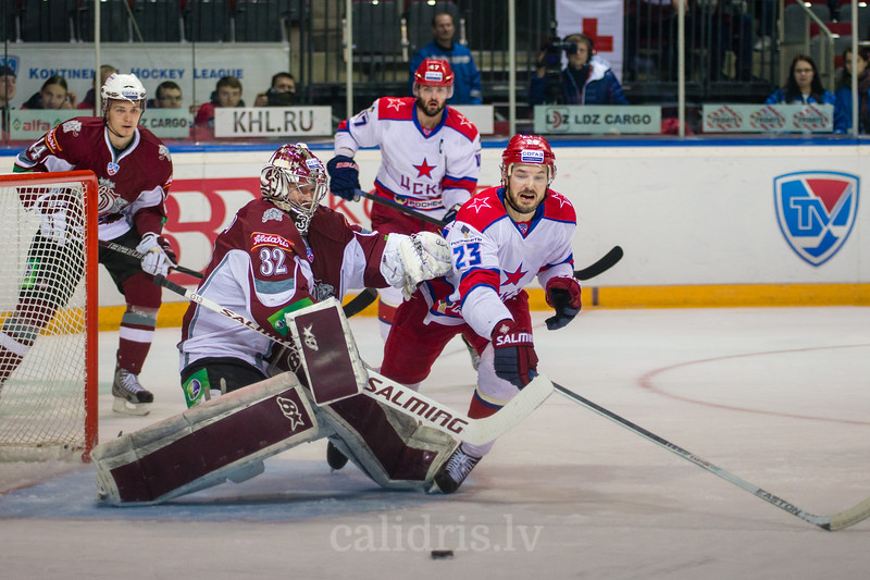 Goaltender of Dinamo Riga Mikael Tellqvist (32) saves the goal of Niklas Persson (23)
