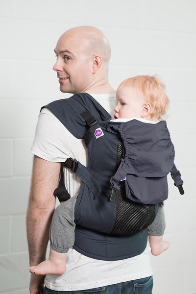 Izmi_Accessories_Lifestyle_Pocket_And_Hood_Midnight_Blue_Back_Carry_Dad_And_Toddler.jpg