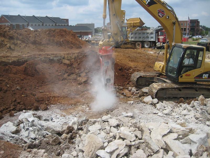 NPK GH9 hydraulic hammer (sn 91377) on Cat excavator (16).jpg