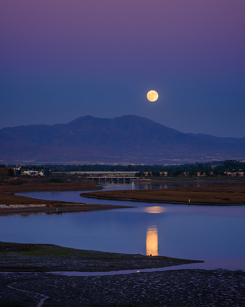 Super Moonrise over SaddleBack Newport Beach CA 02.jpg
