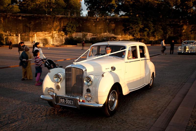 Hochzeitswagen vor der Sydney Oper