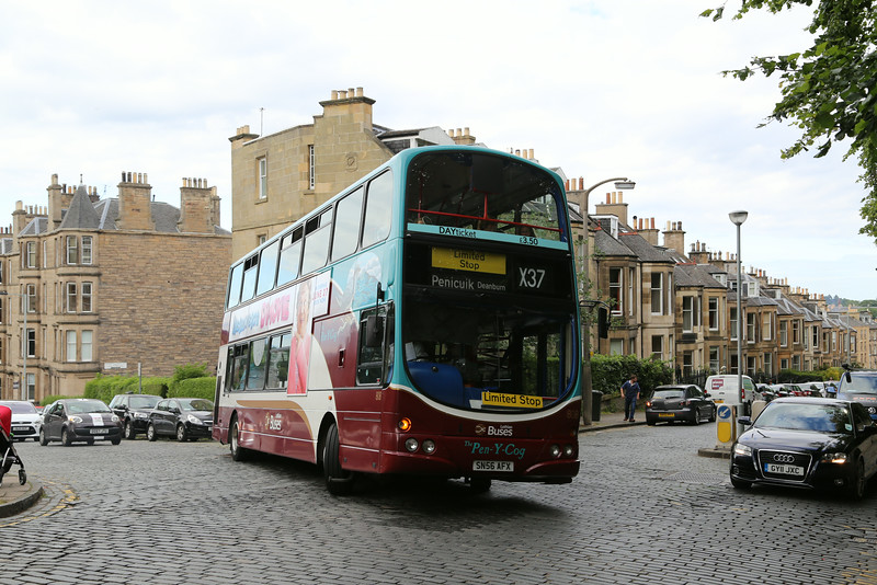 808 struggles to get out of Comely Bank Avenue to Dean Park Crescent in the face of unrelenting selfishness from drivers, in particular the one to the right of the shot.   That's GY11JXC if you aren't sure.  T***e*.