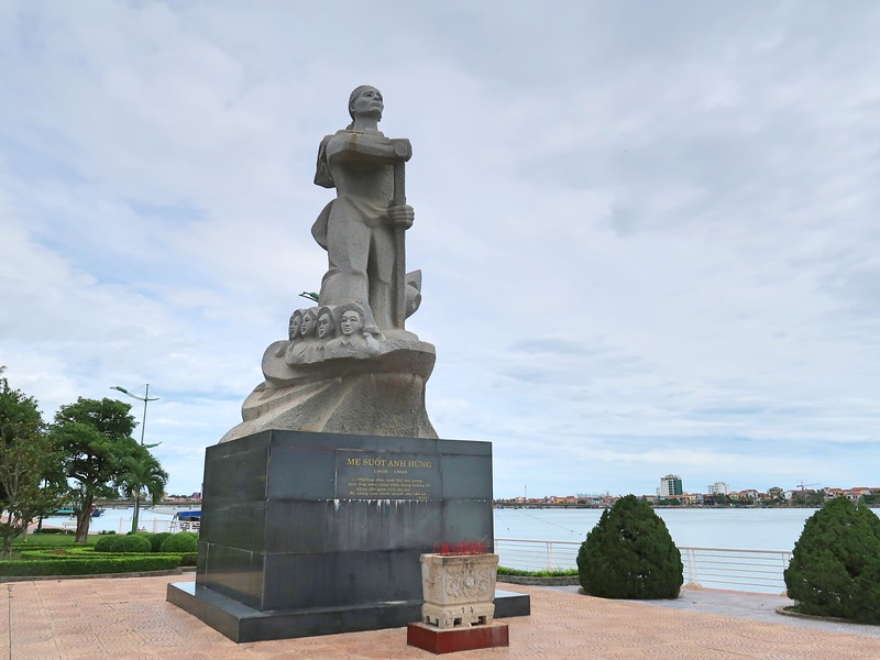 IMG_1969-mother-suot-monument.jpg