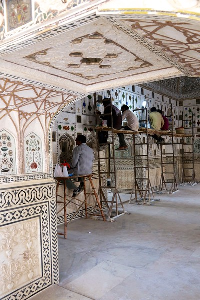 Sadly, most of the  mosaics were allowed to deteriorate during the period 1970–80 but thankfully have since been in the process of restoration and renovation - Amer Fort