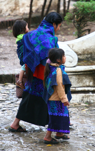 Femme Tsotzil et ses enfants San Cristobal01221.jpg