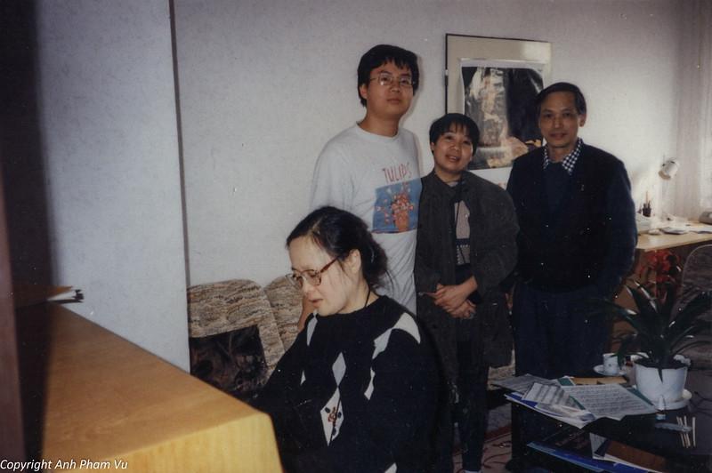 Co Lan Huong Visit 90s 06.jpg