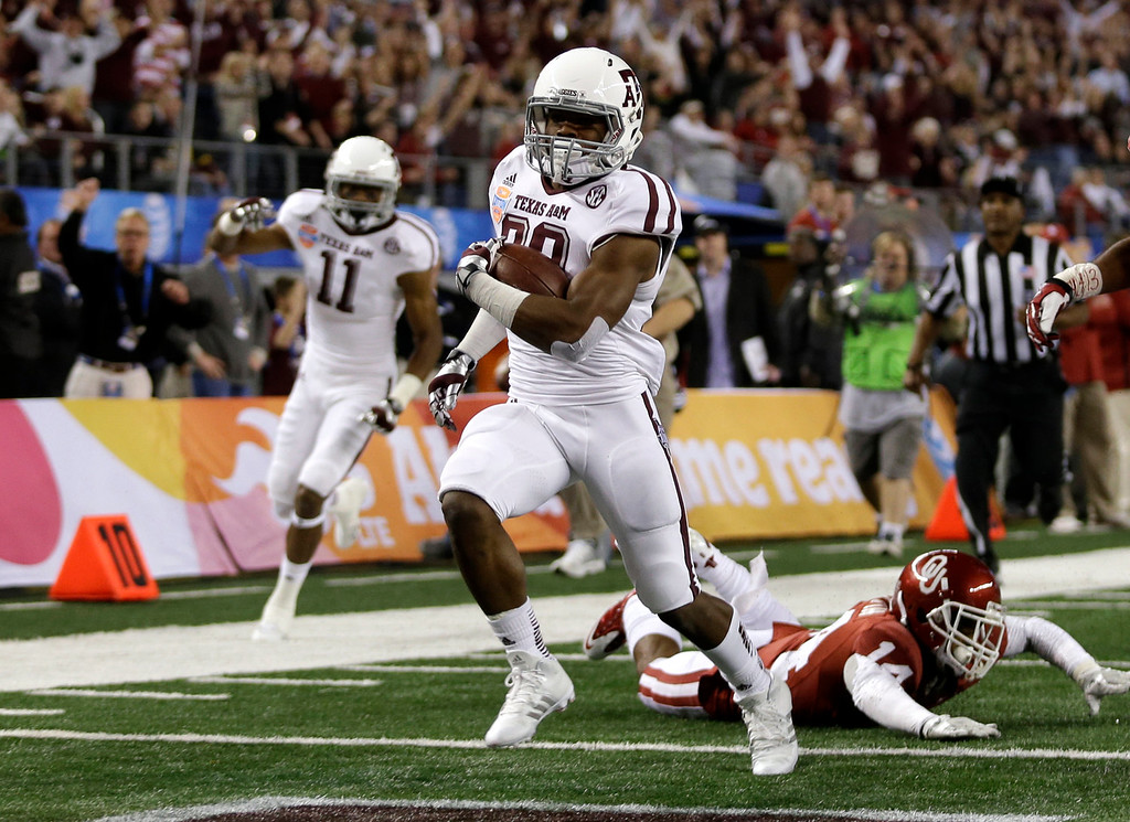 . Texas A&M\'s Trey Williams runs past Oklahoma\'s Aaron Colvin, right, on the way to a touchdown during the second  half of the Cotton Bowl NCAA college football game Friday, Jan. 4, 2013, in Arlington, Texas. (AP Photo/LM Otero)