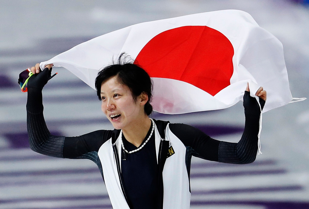 . Silver medallist Miho Takagi of Japan celebrates with the national flag after the women\'s 1,500 meters speedskating race at the Gangneung Oval at the 2018 Winter Olympics in Gangneung, South Korea, Monday, Feb. 12, 2018. (AP Photo/John Locher)