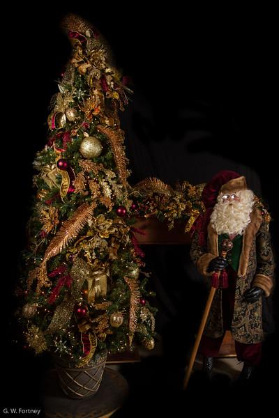 Live Tree-Santa-Mantel-010.jpg