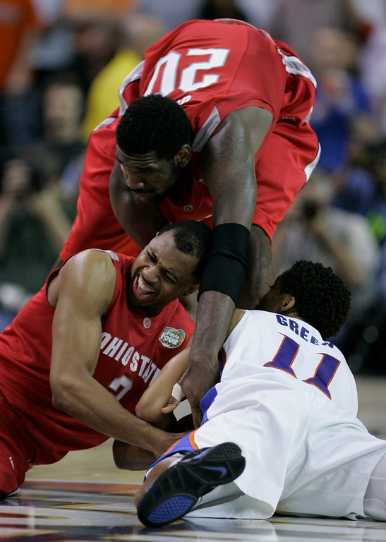 . Ohio State center Greg Oden (20) and teammate Ivan Harris fight for the ball against Florida\'s Taurean Green (11) during the second half of the Final Four basketball championship game at Georgia Dome in Atlanta, Monday, April 2, 2007. (AP Photo/Eric Gay)