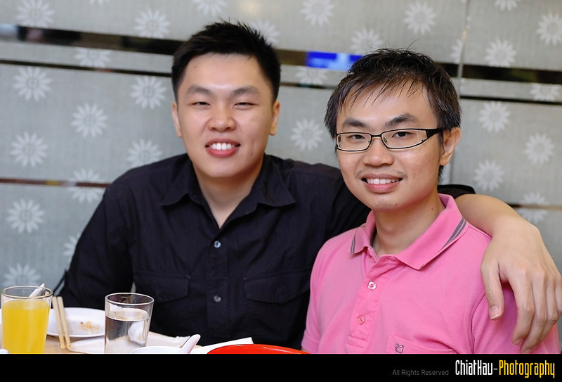 """Hong Wei and Ken Horng - of course this is NOT a couple shot. :""""P"""